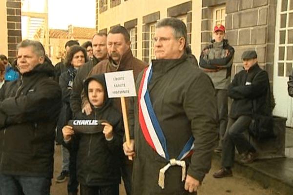 Un rassemblement a eu lieu à Combronde (63) dimanche 11/01/15.