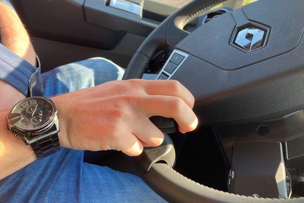 Plus de 20 000 € d'aménagement dans la cabine d'Erwan dont ce joystick
