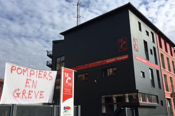 Les pompiers ont entamé un mouvement de grève illimité (ici, au centre de secours du Puy-en-Velay)
