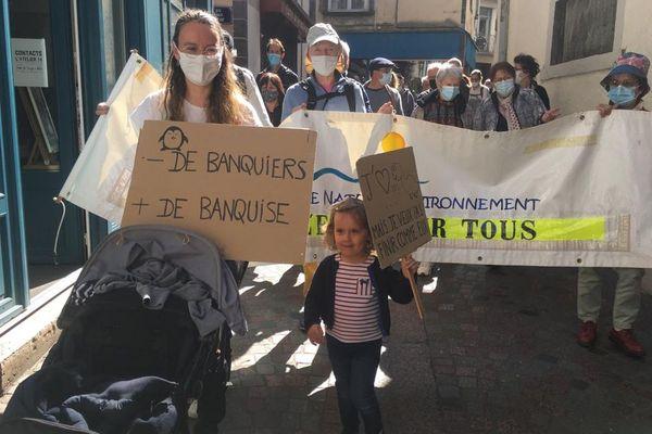 Certains sont venus en famille à la marche pour le climat ce dimanche 28 mars à Clermont-Ferrand.