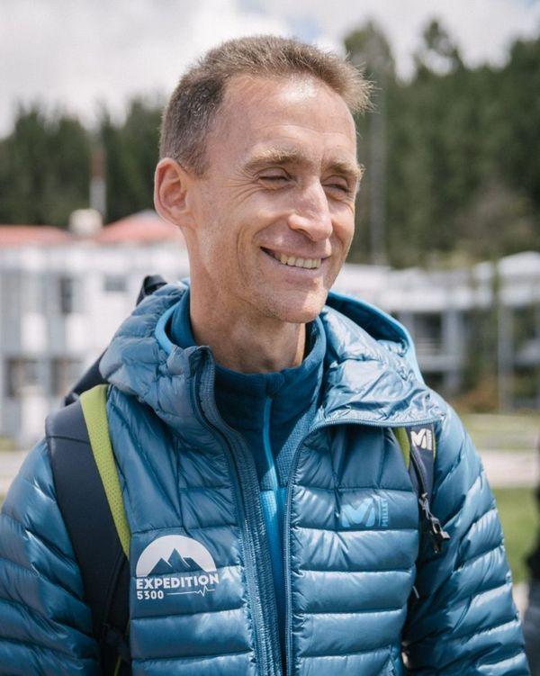 Samuel Vergès est docteur en physiologie et ancien sportif de haut niveau. Chercheur Inserm au sein du laboratoire Hypoxie et physiopathologie cardiovasculaire et respiratoire (HP2) à l'Université de Grenoble-Alpes.