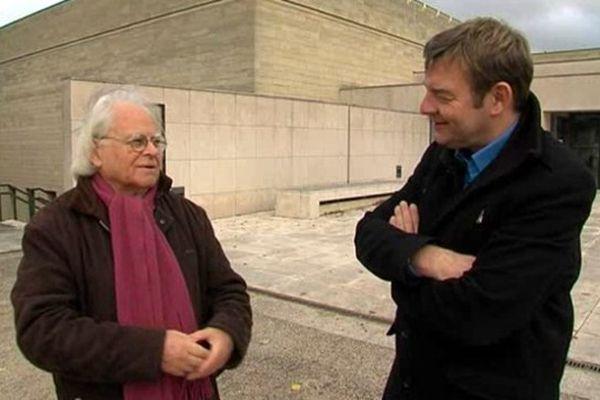 Jacques Pasquier et Jacques Perrotte devant le musée des Beaux-Arts de Caen