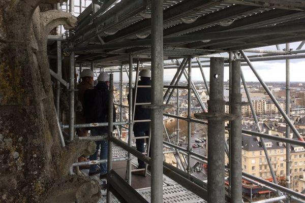 Photo prise ce mercredi sur l'échafaudage du chantier de l'église Saint-Pierre de Caen à près de 50 mètres de haut