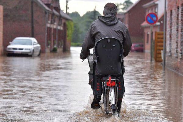 Dans le Hainaut, comme ici dans la commune de Beloeil, plusieurs cours d'eau ont franchi la phase d'alerte de crue, le 7 juin 2016.