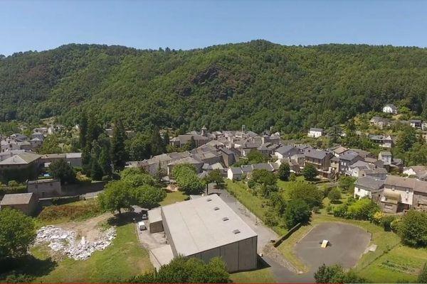 Entre 1940 et 1945, les deux villages tarnais, Vabre et Lacaune, situés à une trentaine de kilomètres l'un de l'autre,ont connu des histoires bien différentes .
