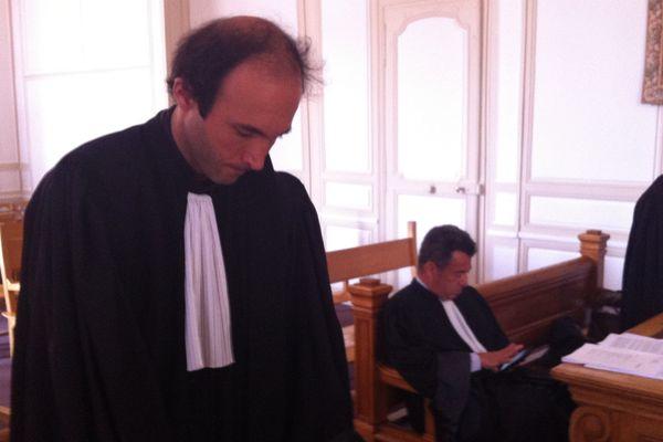 A gauche, Maître Étienne Ambroselli avocat des 33 habitants de Mandres (Meuse), au milieu Me Xavier Flecheux, avocat de la commune de Mandres, à droite Me Jean-Nicolas Clément, avocat de l'Andra.