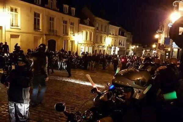 en 2017, la balade nocturne de l'association Rev'Heilles avait rassemblé quelques 400 motards.