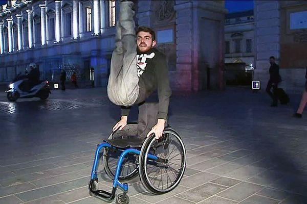 A Montpellier, Nathan danseur handicapé a besoin d'un nouveau fauteuil pour réaliser son rêve : devenir professionnel de breakdance.