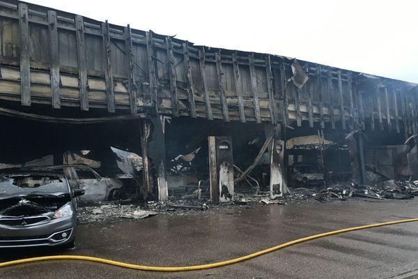 Un important incendie s'est déclaré dans un garage à Chavelot. Plus de 50 pompiers sont sur place. (image d'illustration)