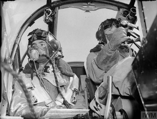 L'équipage d'un bombardier britannique Bristol Blenheim (photo non datée).