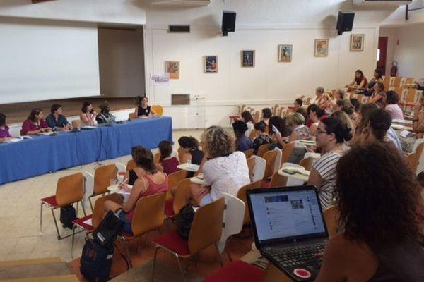 150 féministes venues des deux rives de la méditerranée réunies pendant 4 jours à Aix-en-Provence