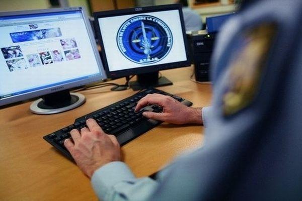 Un gendarme du service technique de recherche de justice et de documentation - illustration - archives