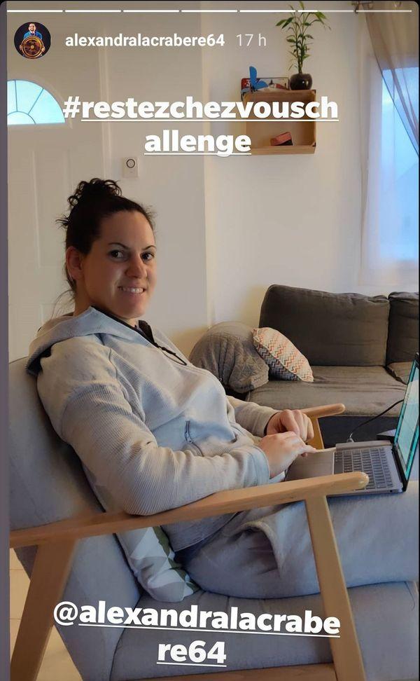 La handballeuse Alexandra Lacrabère participe au challenge #RestezChezVous