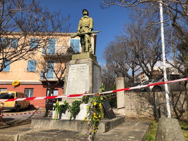 À Cargèse, des fleurs ont été déposées au pied du monument aux morts à la mémoire de Salah Klaï.
