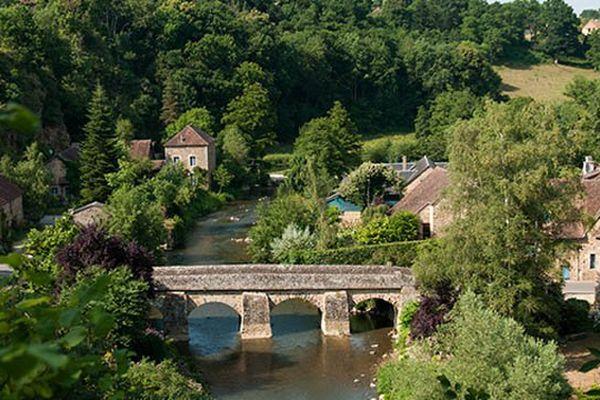 """Le village ornais de Saint Céneri-le-Gérei représente la Basse-Normandie cette année pour """"Le village préféré des français""""."""