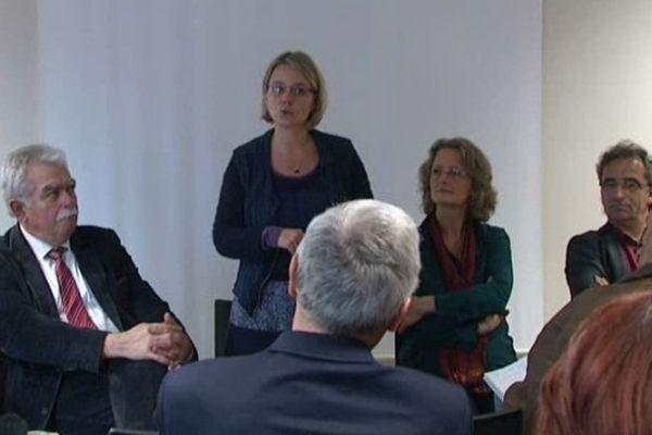 La sénatrice de la Loire Cécile Cukierman, chef de file régional, présente ses co-listiers à Lyon le 03/10/2015.