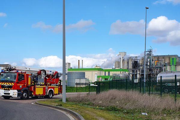 Un périmètre de sécurité de 500 mètres autour de l'usine a été mis en place.