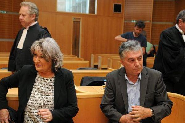 Robert Navarro, sénateur PS de l'Hérault, et son épouse Dominique au palais de justice de Montpellier - 7 juin 2016.