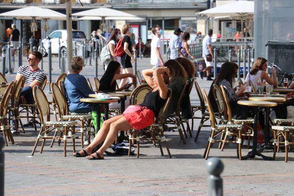 Les clients vont-ils pouvoir s'asseoir de nouveau aux terrasses de bars et de restaurants dans les Hauts-de-France dès la mi-mai ?