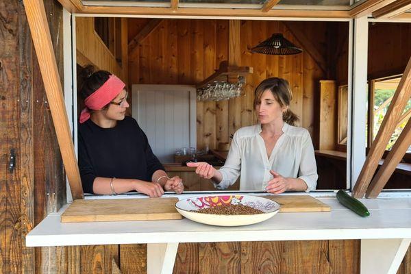 Bénédicte et France revisiteront le Poke bowl sur un lit de Sarrazin torréfié agrémenté de légumes locaux et bien évidement d'un poisson magnifié par Fumette.