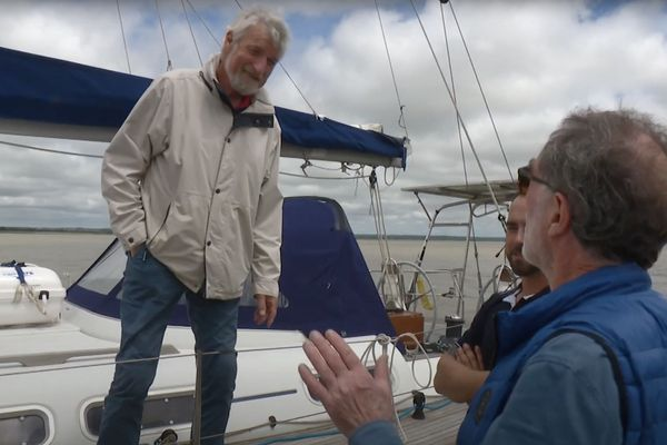 VDH à bord de son bateau prépare son tour du monde en famille à Paimbœuf