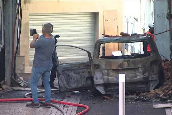 Une voiture s'est embrasée dans le centre-ville de Mont-de-Marsan.