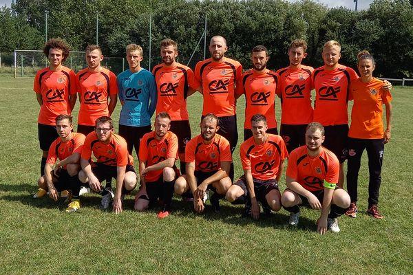 Eva Lavelley, gauche, entraine l'équipe masculine du FC Sienne depuis cet été