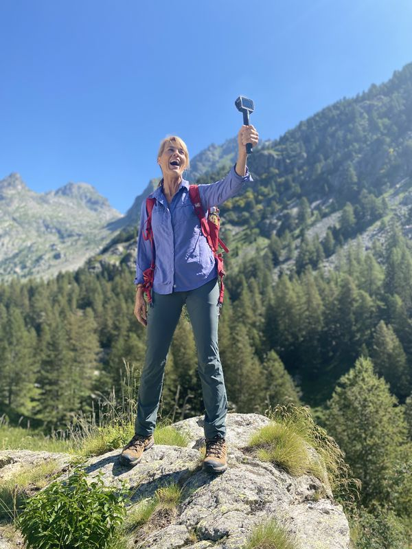 Nathalie Simon au sommet du massif du Mercantour