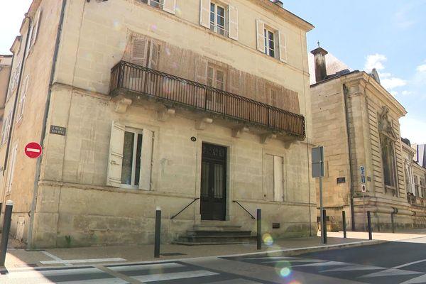 Le corps du quinquagénaire a été retrouvé à son domicile de Périgueux Cours Tourny, juste à côté du Musée d'Art et d'Archéologie