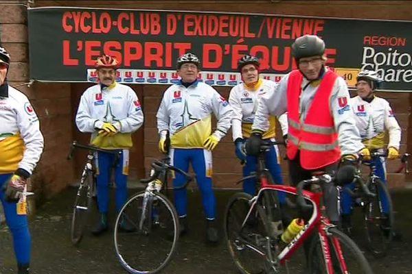 Les cyclistes du cyclo-club d'Exideuil.