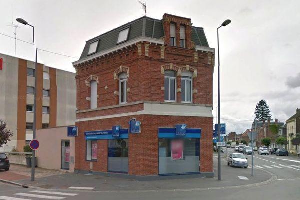 L'agence Banque Populaire située sur le rond-point du Cateau à Cambrai a été braquée par deux individus.