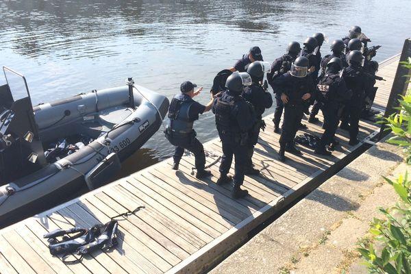 Les policiers mobilisés ne connaissent pas le scénario de l'exercice.