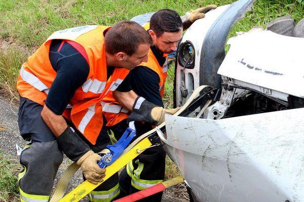 Les pompiers du Sdis 17 en intervention sur un accident de la route