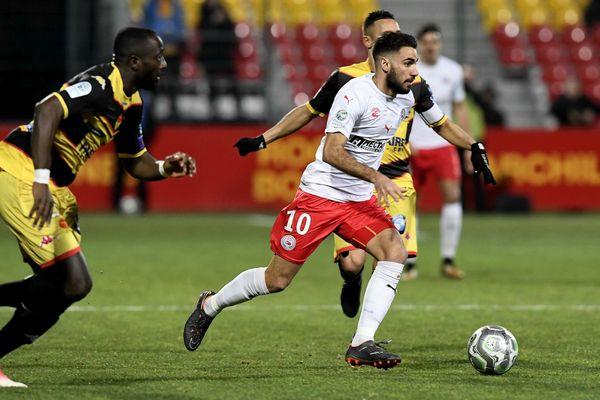 L'attaquant Romain Del Castillo, qui évoluait à Nîmes, promu en Ligue 1 au terme de la saison écoulée, a signé pour quatre ans à Rennes, a annoncé le club breton mercredi soir.