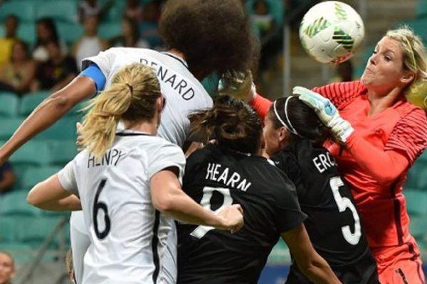Erin Nayler face à la France lors des derniers Jeux olympiques, à l'Arena Fonte Nova Stadium, à Salvador do Brazil.