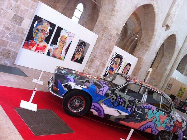 Oeuvre de Cieu avec Ilk : relookage d'une Jaguar 240