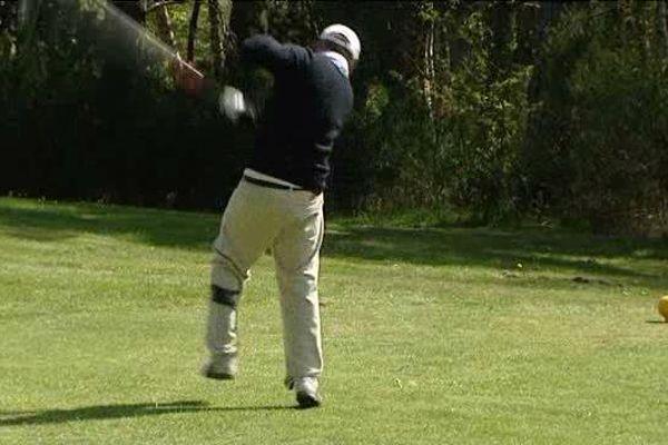 Sur les green, golfeurs handis et valides partagent le même plaisir du jeu