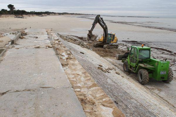 Ile-de-Ré (17) : travaux de protection de digues frappées par la tempête Xynthia.