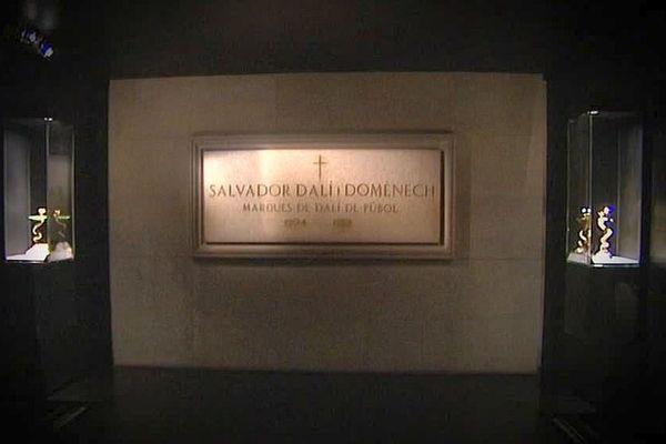 Figueres (Espagne) - la sépulture de Salvador Dali au musée Dali - archives