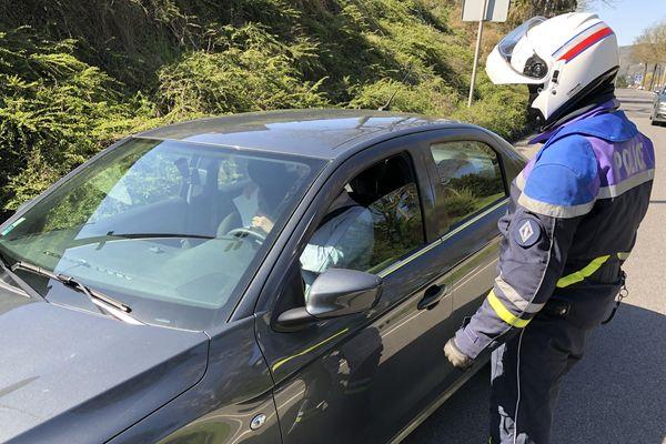 La CRS Lorraine-Alsace participe au contrôle des mesures de confinement, sur les 300 kilomètres de route et d'autoroutes qu'elle surveille au quotidien.