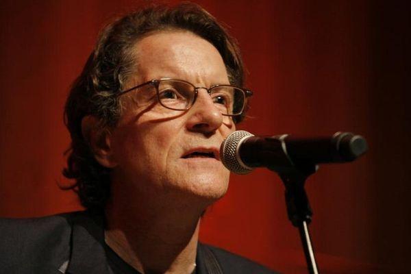 Francis Cabrel, le 22 avril 2015 lors d'un concert au Petit palais, à Paris.