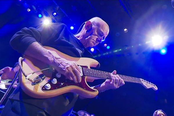 """Dan Ar Braz se réapproprie la guitare électrique pour son nouvel album """"Dan Ar Dañs"""""""