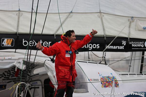 Arrivé ce mardi 16 février, à 10h28min et 31s, Clément Giraud boucle le tour du monde en moins de 100 jours.