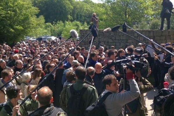 Arnaud Montebourg gravit le Mont Beuvray, une sortie politique très attendue !