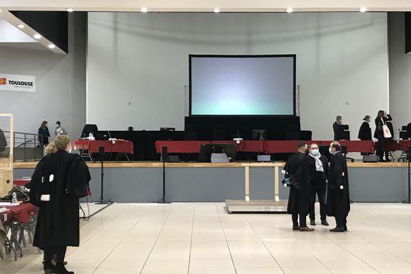 Le procès se tient sur l'île du Ramier en raison du nombre de prévenus et de la distanciation imposée par l'épidémie.