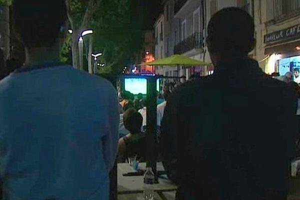 Montpellier - les supporters devant les écrans de télé aux terrasses - 30 juin 2014.