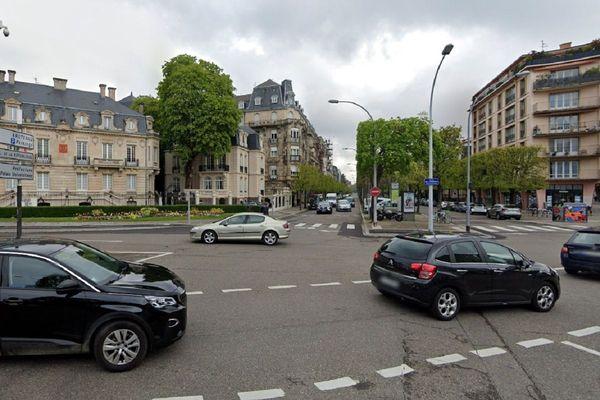 L'accident s'est produit au début de l'allée de la Robertsau, à proximité de la place Sébastien Brandt.