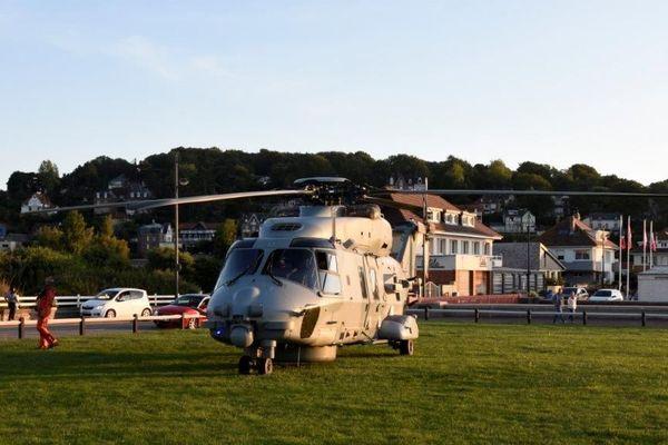 L'hélicoptère Caïman Marine de la base navale de Cherbourg.