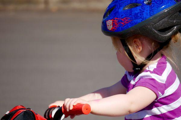 Les enfants de moins de 12 ans doivent porter un casque à vélo depuis le 22 mars 2017