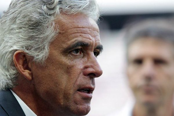 Jean-Pierre Rivère, président de l'OGC Nice et le club  ont réagi après  la décision de la Ligue de fermer la tribune Populaire Sud.